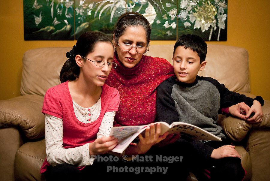 Martha Woodard (cq), and her children Ashley Woodard (cq, age 11), and John Woodard Jr. (cq, age 9) read together at home in Laredo, Texas, US, Thursday, Dec. 10, 2009. Martha, a native Spanish speaker from Mexico, is learning English to be able to help her children with homework and reading, which is always in English...PHOTOS/ MATT NAGER