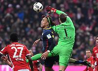 Fussball  1. Bundesliga  Saison 2016/2017  16. Spieltag  FC Bayern Muenchen - RB Leipzig        21.12.2016 Torwart Manuel Neuer (re, FC Bayern Muenchen) rettet vor Yussuf Yurary Poulsen (li, RB Leipzig)