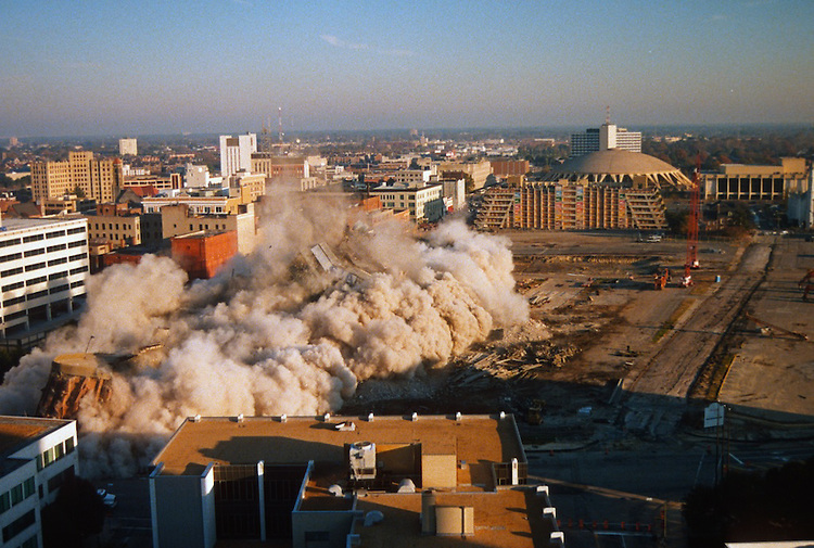1996 November 24..Redevelopment..Macarthur Center.Downtown North (R-8)..SEQUENCE 12.IMPLOSION OF SMA TOWERS.LOOKING NORTH FROM ROOFTOP .OF MAIN TOWER EAST.PV3..NEG#.NRHA#..