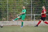 Taric Chamli (SG DJK Eintracht Ruesselsheim) klärt vor Moritz Michl (TSG Worfelden) - 06.09.2020: Spiel der Woche - TSG Worfelden vs. SG DJK Eintracht Rüsselsheim, B-Liga