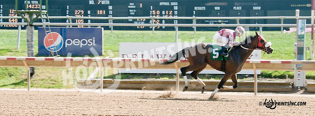 Our Splurge winning at Delaware Park on 10/2/13