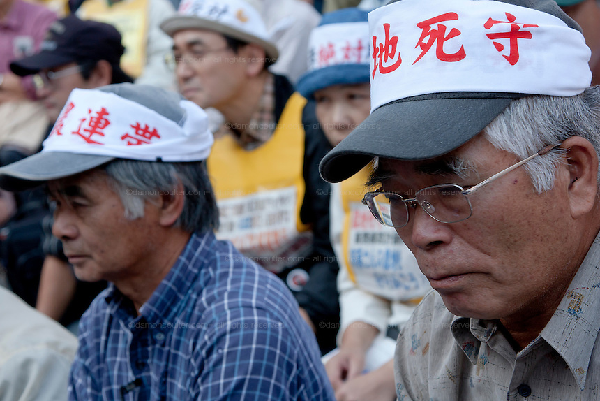 Marxist and Union activists listen at The National Worker`s Rally organised by Marxist groups and Doro Chiba labour union in Hibiya Park, Tokyo, Japan, Sunday, November 1st 2009