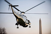 Washington, D.C. - February 5, 2009 -- Marine 1, carrying United States President Barack Obama departs, the South Lawn of the White House in Washington, D.C. on Thursday, February 5, 2009.  This is Obama's first trip aboard Marine 1 as President ..Credit: Ron Sachs / Pool via CNP