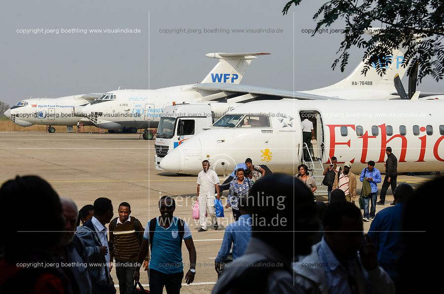ETHIOPIA Gambela, airport, russian transport airplanes of WFP and ethiopian airlines / AETHIOPIEN Gambela, Flughafen mit Flugzeugen von WFP und Ethiopian Airlines