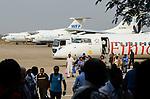 ETHIOPIA Gambela, airport, russian transport airplanes of WFP and ethiopian airlines / AETHIOPIEN Gambela, Flughafen mit Flugzeugen von WFP und Ethiopian Airlines
