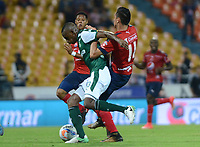 MEDELLÍN - COLOMBIA, 17-02-2018: Mauricio Gomez (Der) jugador del Medellín disputa el balón con Jhon Janer Lucumi (Izq) de Deportivo Cali durante el partido entre Independiente Medellín y Deportivo Cali por la fecha 4 de la Liga Águila I 2018 jugado en el estadio Atanasio Girardot de la ciudad de Medellín. / Mauricio Gomez (R) player of Medellin vies for the ball with Jhon Janer Lucumi (L) player of Deportivo Cali during match between Independiente Medellin and Deportivo Cali for the date 4 of the Aguila League I 2018 played at Atanasio Girardot stadium in Medellin city. Photo: VizzorImage/ León Monsalve / Cont