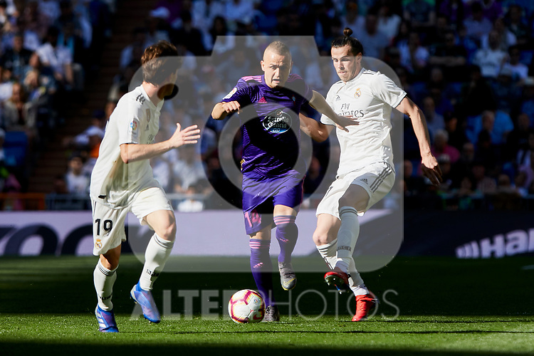 Real Madrid's Alvaro Odriozola (L) and Gareth Bale (R) and Real Club Celta de Vigo's Stanislav Lobotka during La Liga match between Real Madrid and Real Club Celta de Vigo at Santiago Bernabeu Stadium in Madrid, Spain. March 16, 2019. (ALTERPHOTOS/A. Perez Meca)