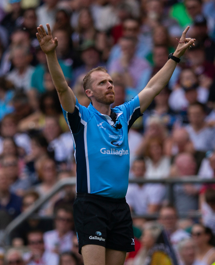 Referee Wayne Barnes<br /> <br /> Photographer Bob Bradford/CameraSport<br /> <br /> Gallagher Premiership Final - Exeter Chiefs v Saracens - Saturday 1st June  2018 - Twickenham Stadium - London<br /> <br /> World Copyright © 2019 CameraSport. All rights reserved. 43 Linden Ave. Countesthorpe. Leicester. England. LE8 5PG - Tel: +44 (0) 116 277 4147 - admin@camerasport.com - www.camerasport.com