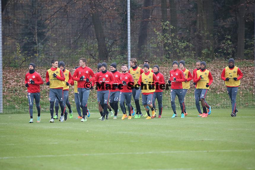 Eintracht laeuft sich warm - Eintracht Frankfurt Training, Commerzbank Arena