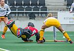 AMSTELVEEN -  keeper Josine Koning (DenBosch) met Danique van der Veerdonk (DenBosch)   tijdens de hoofdklasse hockeywedstrijd dames,  Amsterdam-Den Bosch (1-1).   COPYRIGHT KOEN SUYK