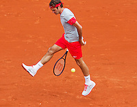 France, Paris, 25.05.2014. Tennis, Roland Garros, Roger Federer ( SUI) returns the ball between his legs a tweener<br />