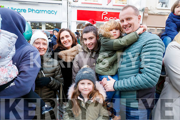 Eileen Ni Lionsigh, Bernie Ni Lionsigh, Iseult, Eve Ni Lionsigh Murray, Ríos Ó Lionsigh Murray and Criostoir Murray, enjoying the CH Chemist Santa parade in Tralee on Saturday afternoon last.