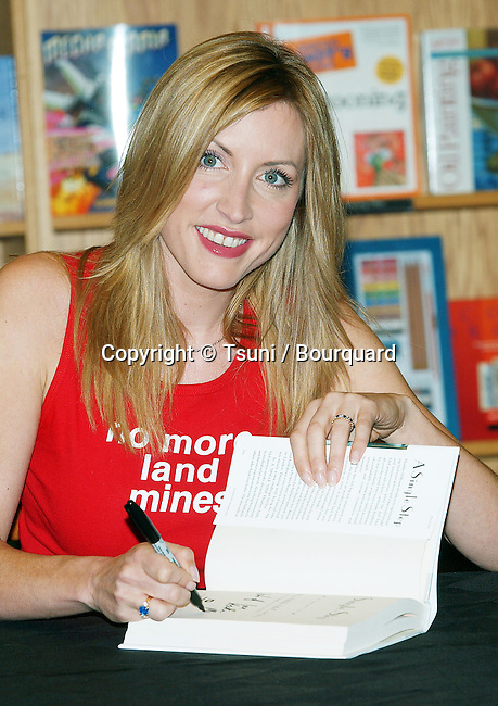 """Heather Mills McCartney was signing her latest book: """" A Single Step """" at Border Books Northridge in Los  Angeles. October 30, 2002.           -            MillsMcCartneyHeather09.jpg"""