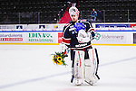 S&ouml;dert&auml;lje 2014-09-22 Ishockey Hockeyallsvenskan S&ouml;dert&auml;lje SK - IF Bj&ouml;rkl&ouml;ven :  <br /> S&ouml;dert&auml;ljes m&aring;lvakt Tim Sandberg har f&aring;tt blommor efter matchen och segern &ouml;ver Bj&ouml;rkl&ouml;ven<br /> (Foto: Kenta J&ouml;nsson) Nyckelord: Axa Sports Center Hockey Ishockey S&ouml;dert&auml;lje SK SSK Bj&ouml;rkl&ouml;ven L&ouml;ven IFB jubel gl&auml;dje lycka glad happy