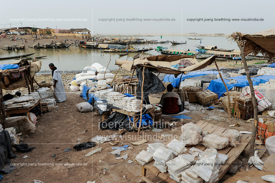 MALI, Mopti, river Niger, merchant sells salt at market, the salt plate comes by camel caravan via Tombouctou from Taoudenni in the Sahara