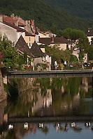 Europe/Europe/France/Midi-Pyrénées/46/Lot/Bretenoux: Le quai sur les  bords de la Cère