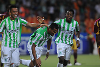 MEDELLÍN -COLOMBIA-16-02-2014. Diego Peralta (C) de Atlético Nacional celebra un go, en contra del Deportes Tolima durante partido por la fecha 5 de la Liga Postobón I 2014 jugado en el estadio Atanasio Girardot de la ciudad de Medellín./ AtleticoNacional Player Diego Peralta (C) celebrates a goal against Deportes Tolima during match for the fifth date of the Postobon League I 2014 at Atanasio Girardot stadium in Medellin city. Photo: VizzorImage/Luis Ríos/STR