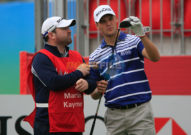 Martin Kaymer and his caddy Craig examine his driver on the 1st tee for the Pro-Am match during practice day of the Abu Dhabi HSBC Golf Championship, 19th January 2011..(Picture Eoin Clarke/www.golffile.ie)