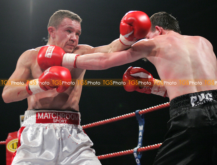 Paul Hyland (Ire) vs Dariusz Snarski (Pol) - Featherwight contest at Goresbrook Leisure Centre, Dagenham - 24/02/06 - (Gavin Ellis 2006)