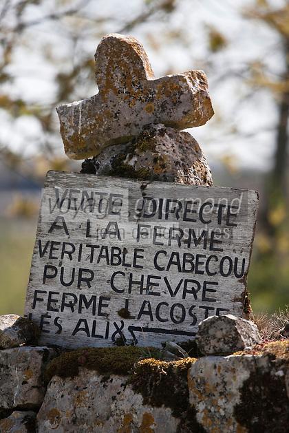 Europe/Europe/France/Midi-Pyrénées/46/Lot/Rocamadour: Panneau vente fromages de chêvre Cabecou et Rocamadour de la Ferme Lacoste - Hameau: Les Alix