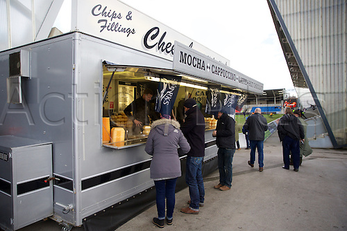 05.03.2016. AJ Bell Stadium, Salford, England. Aviva Premiership. Sale versus Harlequins. Fans getting a pre match drink.