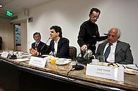 SAO PAULO, 24 DE JULHO DE 2012 - CAMPANHA CHALITA - O candidado a prefeito de São Paulo Gabriel Chalita (PMDB) visitounesta terça, oSindicato da Indústria da Construção Civil de São Paulo. O SindusCon-SP,presidido por Sergio Tiaki Watanabe (E),  a direita Jose yunes. Entre ostemas em pauta estãoas políticas de habitação eobras públicas e a atividade imobiliária.<br /> FOTO VAGNER CAMPOS BRAZIL PHOTO PRESS