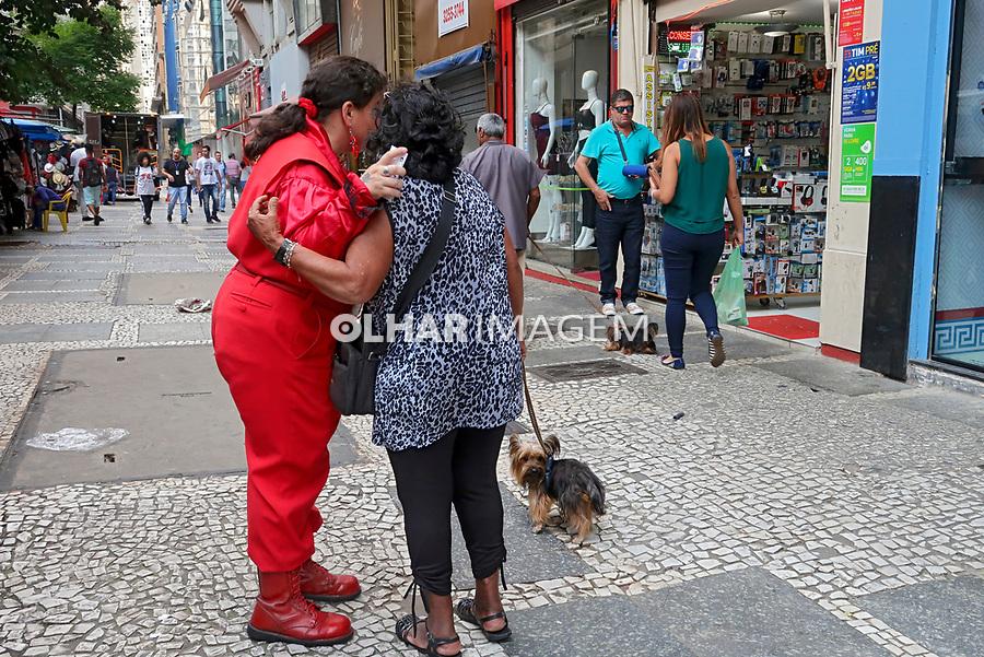 Trabalho de promoçao de loja, rua Dom Jose de Barros, Sao Paulo. 2018. Foto de Juca Martins