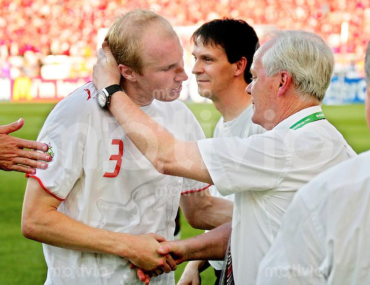 Fussball International WM 2006 Vorrunde Frankreich-Schweiz V.l.n.r Ludovic Magnin mit Trainer Koebi Kuhn (SUI)