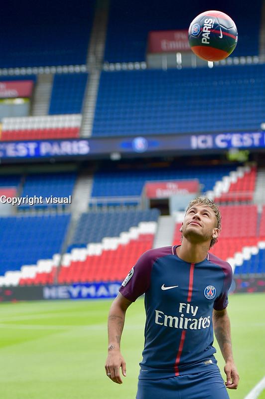 ConfÈrence de presse de Neymar pour son arrivÈe au PSG. Paris, France, 04.08.2017. # CONFERENCE DE PRESSE DE NEYMAR POUR SON ARRIVEE AU PSG