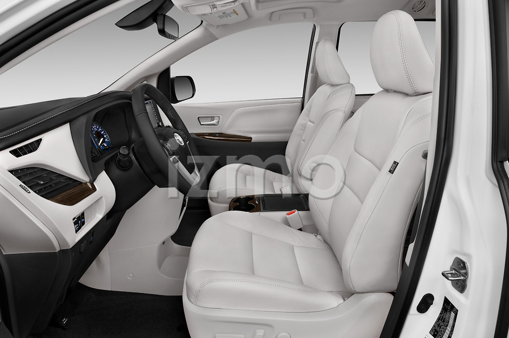 Front seat view of a 2020 Toyota Sienna XLE 5 Door Mini Van front seat car photos