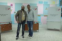 23 ottobre 2011 Tunisi, elezioni libere per l'Assemblea Costituente, le prime della Primavera araba: due giovani Osservatori Nazionali sorridono in un seggio elettorale.<br /> premieres elections libres en Tunisie octobre <br /> tunisian elections