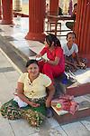 Women, Maha Vijaya Pagoda
