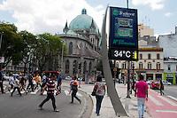 SÃO PAULO-SP-30,10,2014-CLIMA TEMPO SÃO PAULO -(Avenida Liberdade) A temperatura terá maxima de até 34° e temperaturas em  média de 30° na capital paulista.A qualidade do ar é moderada.Região central da cidade de São Paulo,no começo da tarde dessa quinta-feira,30(Foto:Kevin David/Brazil Photo Press)