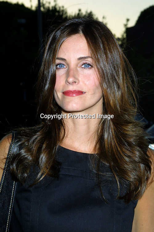 "© 2002 KATHY HUTCHINS / HUTCHINS PHOTO.""THE GOOD GIRL"" PREMIERE.W. HOLLYWOOD, CA.8/7/02..COURTNEY COX ARQUETTE"