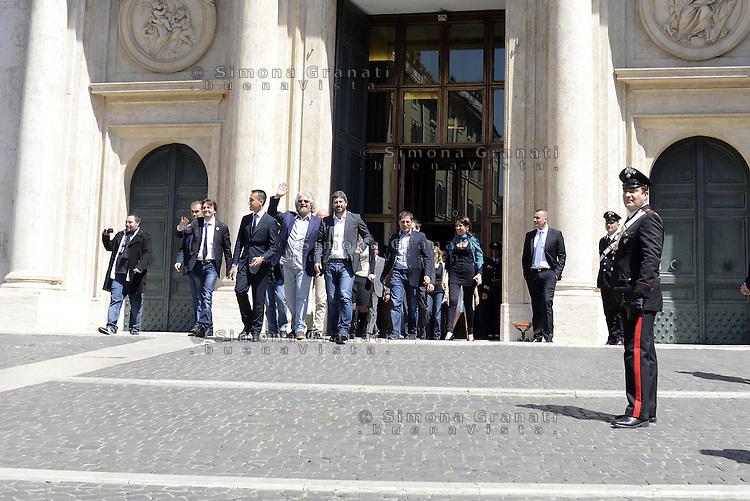 Roma, 20 Maggio 2014<br /> Il Movimento 5 stelle ha presentato in Piazza Montecitorio davanti la Camera dei Deputati, un assegno da 5 milioni 433 mila e 840 euro con la met&agrave; delle indennit&agrave; dei parlamentari insieme alle eccedenze della diaria non rendicontata. Presente anche il leader Beppe Grillo.