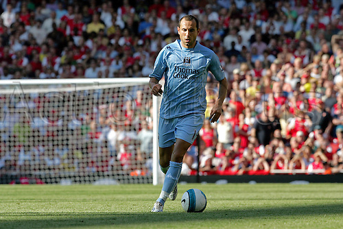 25 August 2007: Manchester City midfielder Martin Petrov with the ball during the Premier League game between Arsenal and Man City, played at The Emirates Stadium. Arsenal won the match 1-0. Photo: Actionplus....070825 football soccer player premiership