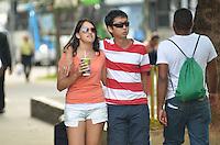 SAO PAULO, 20 DE FEVEREIRO DE 2013. - CLIMA TEMPO SP - Paulistano vive tarde de calor nesta quarta feira, 20, regiao central da capital. (FOTO: ALEXANDRE MOREIRA / BRAZIL PHOTO PRESS)