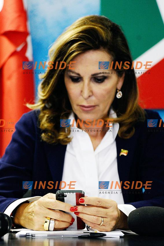"""cover cellulare Daniela Santanche'<br /> Milano 20/09/2013 Viale Monza<br /> conferenza stampa 'Da Pdl a Forza Italia' <br /> Press conference """"From PDL to Forza Italia"""" <br /> foto Andrea Ninni/Image/Insidefoto"""