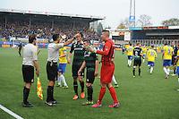 VOETBAL: LEEUWARDEN: 08-11-2015, SC Cambuur - FC Groningen, uitslag 2-2, protesten buitenspeldoelpunt SC Cambuur, ©foto Martin de Jong