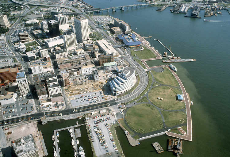1983 September..Redevelopment.Downtown South (R-9)..WATERFRONT.WATERSIDE.TOWN POINT PARK.LOOKING SOUTHEAST..NEG#.NRHA#..