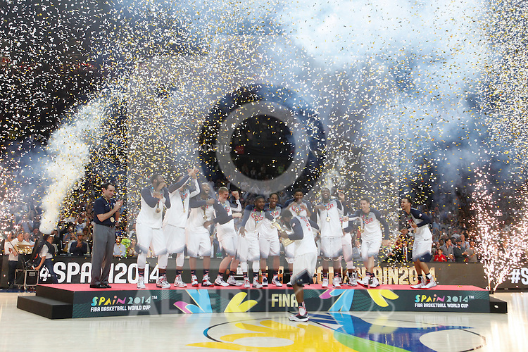 United State´s players celebrate their victory at the FIBA Basketball World Cup Spain 2014 final match after winning against Serbia at `Palacio de los deportes´ stadium in Madrid, Spain. September 14, 2014. (ALTERPHOTOSVictor Blanco)
