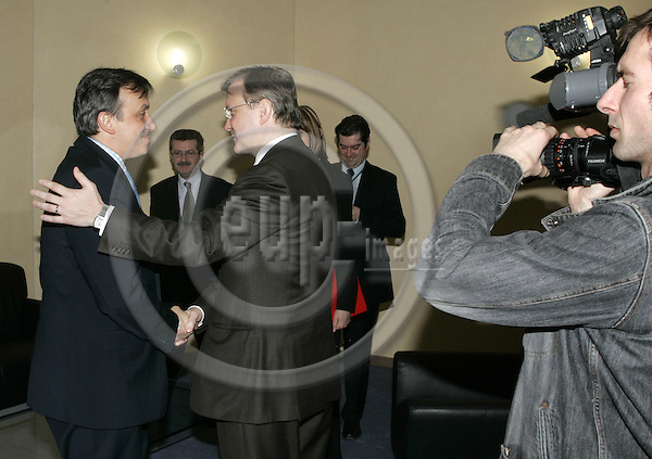 BRUSSELS - BELGIUM -21 MARCH 2005--Mr. Olli REHN (C), the Finnish EU-Commissioner for Enlargement receiving Adnan TERZIC (L), the Prime Minister of Bosnia - Herzegovina. --PHOTO: JUHA ROININEN / EUP-IMAGES