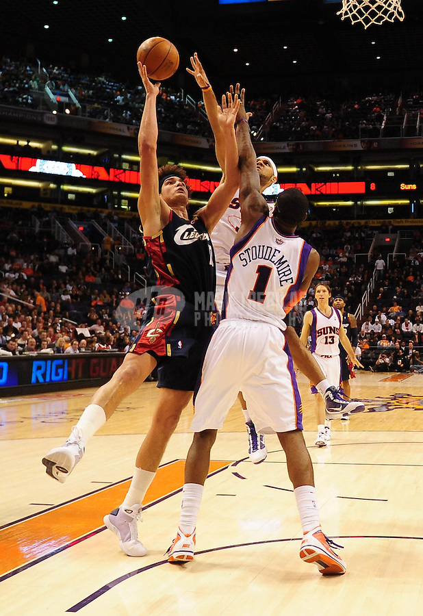 Dec. 21, 2009; Phoenix, AZ, USA; Cleveland Cavaliers forward (17) Anderson Varejao shoots a shot past Phoenix Suns forward (1) Amare Stoudemire at the US Airways Center. Cleveland defeated Phoenix 109-91. Mandatory Credit: Mark J. Rebilas-