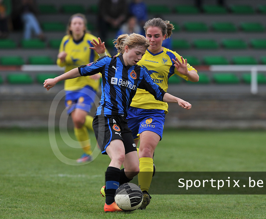 Club Brugge Dames - STVV Sint Truidense VV : Marlies Verbruggen in duel met Yana Haesebroek (l).foto DAVID CATRY / Nikonpro.be