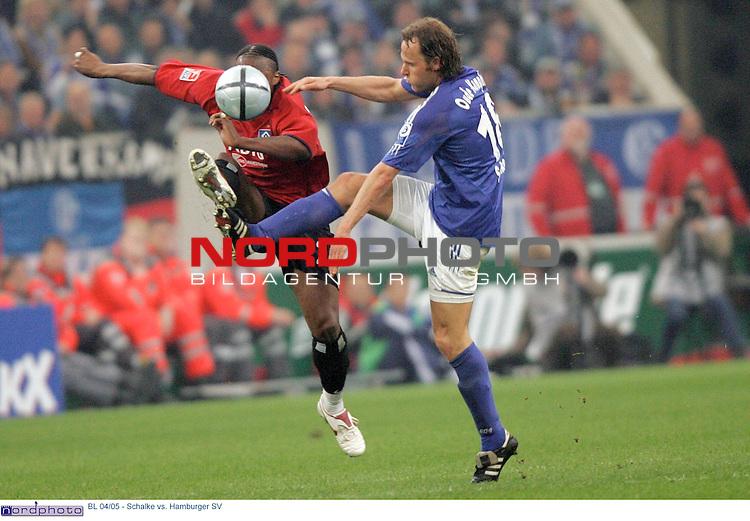 BL 2004/2005 -  29. Spieltag - RŁckrunde<br /> <br /> FC Schalke 04 vs. Hamburger SV<br /> <br /> <br /> <br /> Emile Mpenza (links) vom Hamburger SV im Zweikampf mit Nils Oude Kamphuis (rechts) von Schalke 04.<br /> <br /> <br /> <br /> Foto &copy; nordphoto - Ruediger Lampe<br /> <br /> <br /> <br />  *** Local Caption *** Foto ist honorarpflichtig! zzgl. gesetzl. MwSt.<br /> <br /> Belegexemplar erforderlich<br /> <br /> Adresse: nordphoto<br /> <br /> Georg-Reinke-Strasse 1<br /> <br /> 49377 Vechta