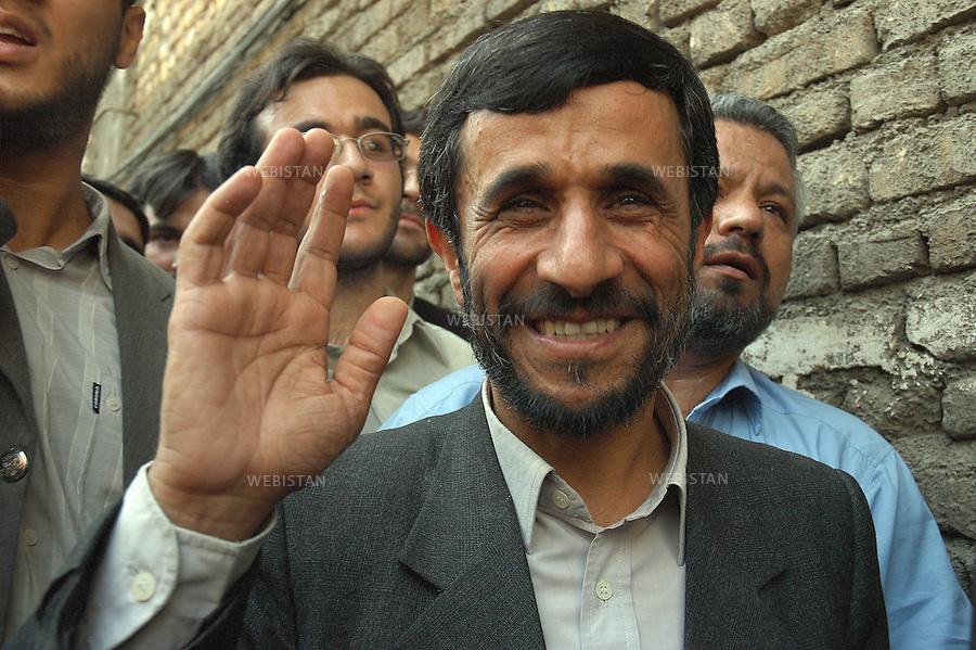 2005..Mahmud Ahmadi Nejad, new Iranian president...Mahmoud Ahmadi Nejad, le nouveau président iranien.