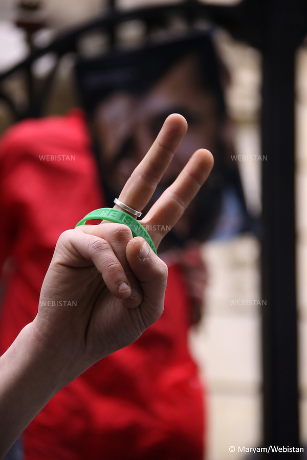 FRANCE. PARIS. 3 May 2010: Calling for the release of journalists and netizens imprisoned in Iran, Reporters Without Borders and Iranian exile journalists staged a demonstration outside the Iranian embassy in Paris to mark the World Press Freedom Day. They tipped hundreds of paper pellets into the embassy's courtyard as a symbol of the Reporters Without Borders campaign.Those taking part included Tunisian journalist Taoufik Ben Brik, who was released just four days ago after six months in a Tunisian jail, Reporters Without Borders vice-president Fabrice Drouelle, who is a journalist with France Inter, and Iranian photographer Reza...A l'occasion de la Journee internationale de la liberte de la presse, le 3 mai 2010, Reporters sans frontières et des journalistes iraniens en exil ont manifesté devant l'ambassade d'Iran, afin de reclamer la libération des journalistes et netcitoyens actuellement détenus en Republique islamique d'Iran. Ils ont deverse des centaines de boulettes de papier dans la cour de l'ambassade, symbole de la campagne lancee par l'organisation. Etaient egalement presents a ce rassemblement le journaliste tunisien Taoufik Ben Brik recemment libere après six mois de détention, Fabrice Drouelle, journaliste a France Inter et vice-president de Reporters sans frontieres, et le photographe iranien Reza.