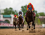 LOUISVILLE, KENTUCKY - MAY 03: Mckinzie with Mike Smith wins the Alysheba Stakes at Churchill Downs in Louisville, Kentucky on May 03, 2019. Evers/Eclipse Sportswire/CSM