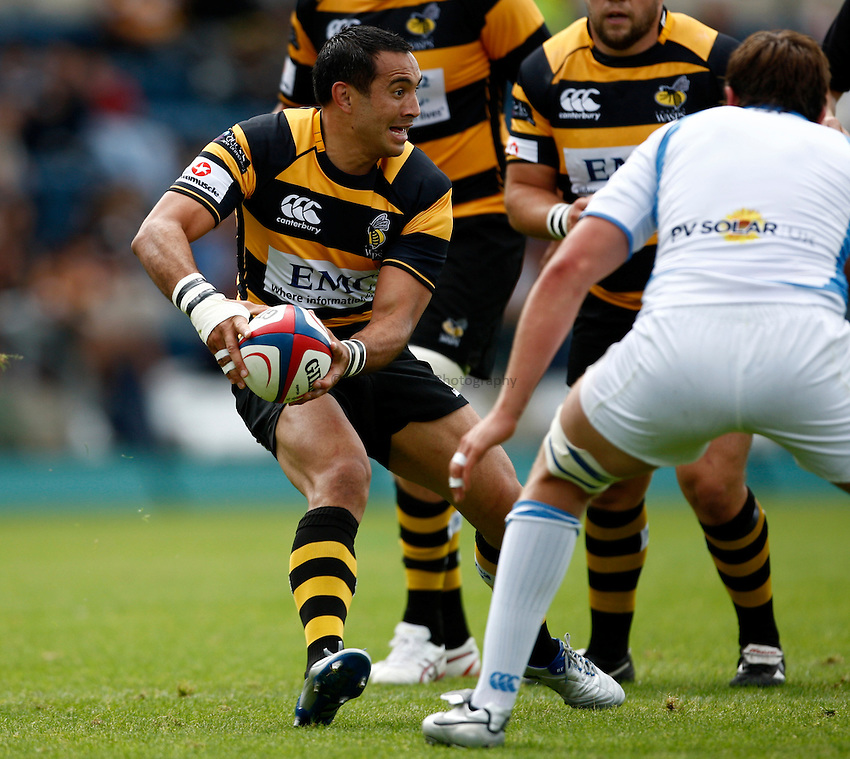 Photo: Richard Lane/Richard Lane Photography. London Wasps v Glasgow Warriors. Pre Season Friendly. 28/08/2010. Wasps' Riki Flutey passes.