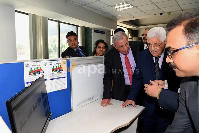 Palestinian President Mahmoud Abbas visits the Indian Center of Excellence, in New Delhi, India, on May 15, 2017. Palestinian President Mahmoud Abbas is on a four-day state visit to India until May 17. Photo by Thaer Ganaim